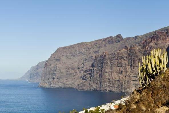 Los_Gigantes_Tenerife_España_2012-12-16_DD_10-750x397-1